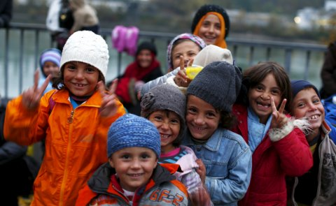 happy-children-peace